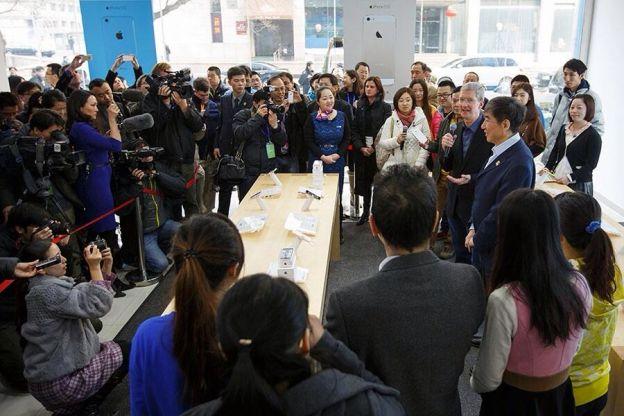 Tim Cook in Cina per iPhone e China Mobile