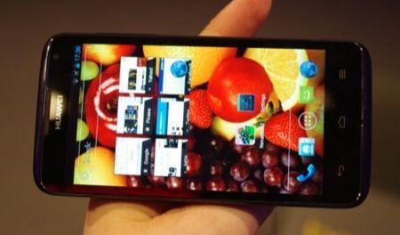 Huawei Ascend D quad, anteprima del super telefono dal MWC 2012 [FOTO]