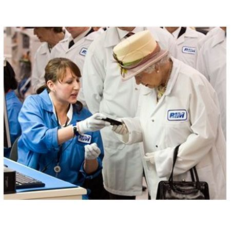 La Regina Elisabetta riceve un BlackBerry Bold 9700 bianco