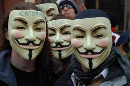 Apple: attacco hacker da Anonymous, gli stessi del Playstation Network