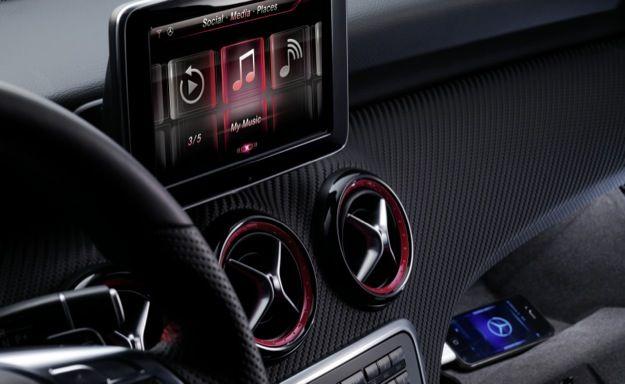 CES 2013: Mercedes porta Siri sulla nuova Classe E