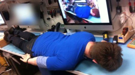 Genius perde il posto di lavoro per planking all'Apple Store