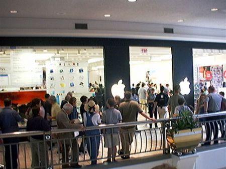 10 anni di Apple Store ma niente ferie: in arrivo qualche sorpresa da Apple?