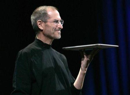 Steve Jobs: Tim Cook comunica la triste notizia ai dipendenti