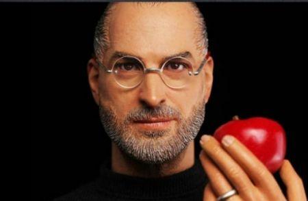 In Icons interrope la produzione della action figure di Steve Jobs