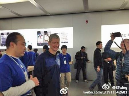 Tim Cook è il primo CEO di Apple a visitare la Cina