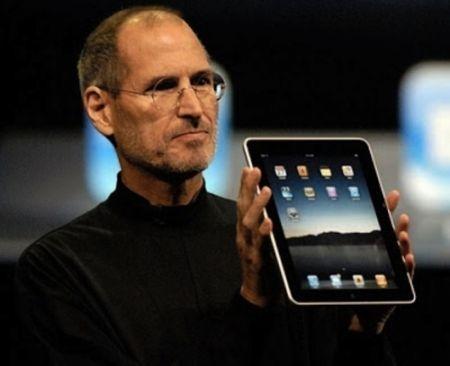 Steve Jobs si dimitte da CEO di Apple, al suo posto Tim Cook
