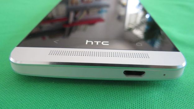 HTC ONE altoparlante inferiore e ingresso microUSB