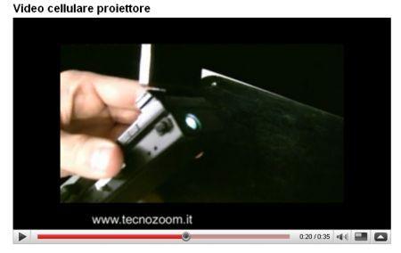DoComo Stand MWC 2009: il nostro video del cellulare con miniproiettore