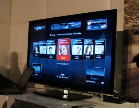 TV HD 3D da Toshiba senza occhialini al CES 2011