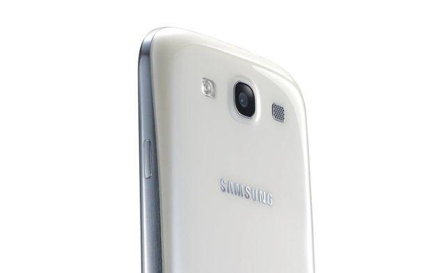 Samsung, fotocamera da 13 Megapixel per i prossimi smartphone della casa