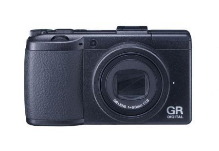 Ricoh GR DIGITAL III: fotocamera con obiettivo F 1.9/ 28 mm
