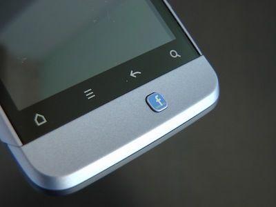 Smartphone Facebook in arrivo forse per la metà del 2013
