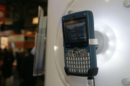 I-Mate 810-F: lo smartphone indistruttibile