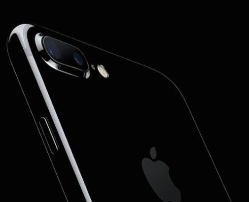 Apple: boom di preordini per il nuovo iPhone 7 Jet Black