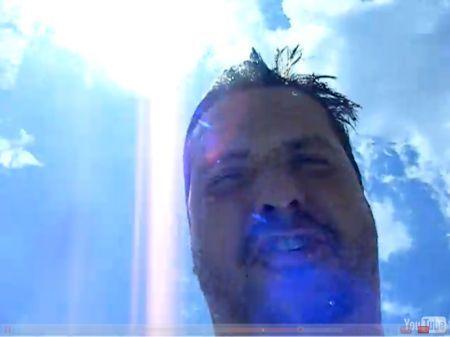 iPhone 3GS: filma mentre lo smartphone cade in piscina