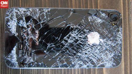 iPhone 4 precipita per 4km e resiste: il Melafonino diventa indistruttibile