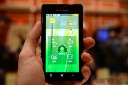 CES 2012: Lenovo K800, il primo smartphone con Intel Atom Medfield