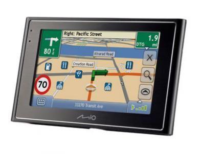 Mio Moov 380: GPS ed internet in macchina