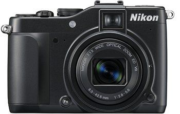 Nikon Coolpix P7000: fotocamera per scatti creativi come idea regalo per lui