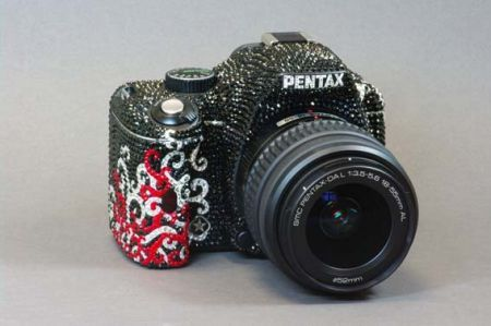 Pentax Reflex K-m in edizione limitata impreziosita da cristalli Swarovski