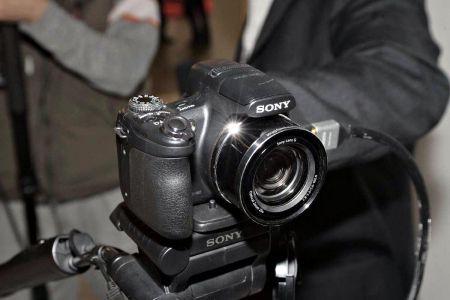 Sony HX1: zoom 20x e sensore da 9,1 megapixel