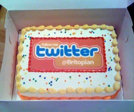 Twitter compie sei anni, ma ancora non domina