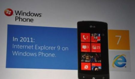 Microsoft Windows Phone 7: multitasking, Twitter e IE9 al MWC 2011
