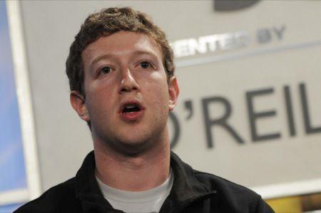 Smartphone Facebook, Zuckerberg nega l'esistenza del progetto