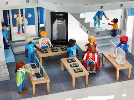 Apple Store Playmobile, i clienti e i ragazzi Apple