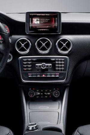 Siri: Mercedes Benz Classe A sarà la prima auto ad utilizzare Siri
