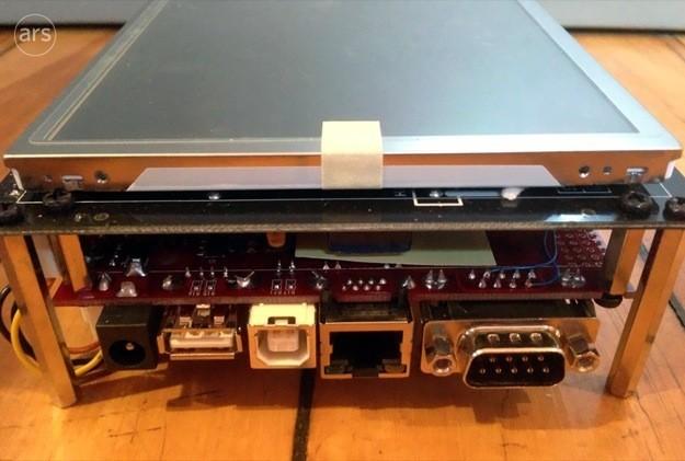 Prototipo iPhone 8,6 pollici - Porta seriale