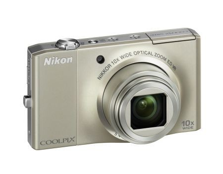 Nikon Coolpix S8000: fotocamera compatta con zoom 10x più sottile al mondo