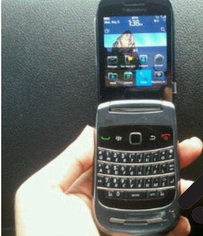 BlackBerry 9670 clamshell con BlackBerry 6: nuove immagini