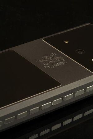 Mobiado Classic 712 Stealth: cellulare di lusso ispirato agli aerei militari