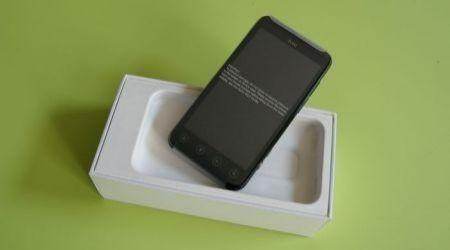 HTC Evo 3D nella confezione d'acquisto (3)