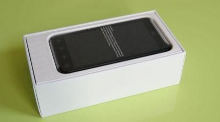 HTC Evo 3D nella confezione d'acquisto (1)