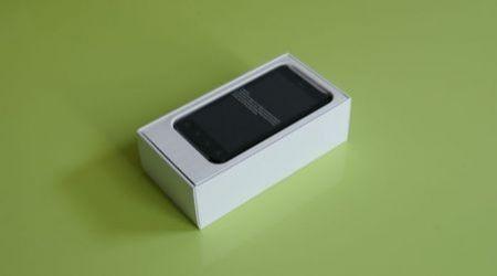 HTC Evo 3D nella confezione d'acquisto