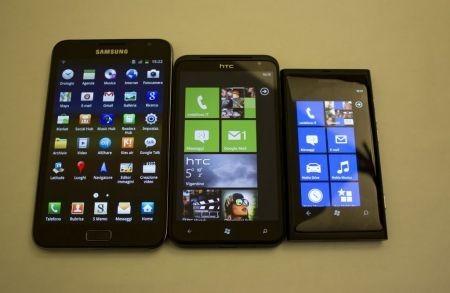 Samsung Galaxy Note, Nokia Lumia 800 e HTC Tytan (1)