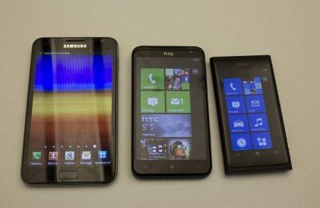 Samsung Galaxy Note, Nokia Lumia 800 e HTC Tytan