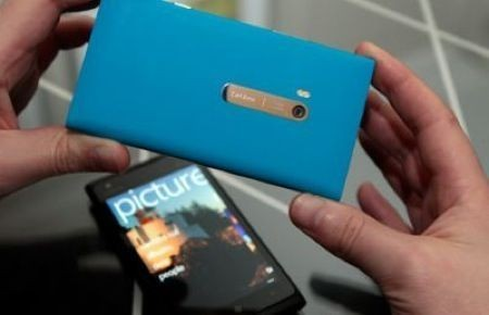 Nokia Lumia 900 disponibile in Italia al prezzo di 599 euro [FOTO]
