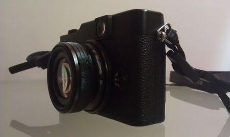Fujifilm X10, vista laterale ravvicinata