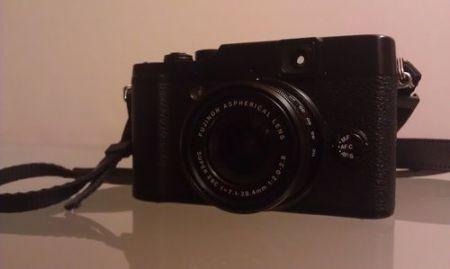 Fujifilm X10, dettaglio frontale
