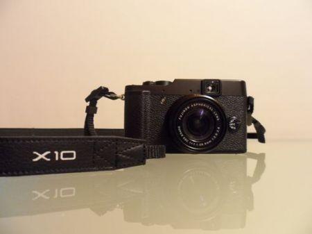 Fujifilm X10, visione frontale