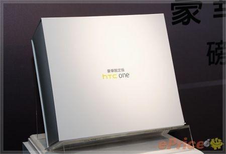 HTC One X Deluxe Edition confezione