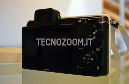 Nikon V1, i comandi sul retro