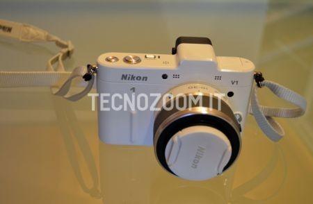 Nikon V1, fronte