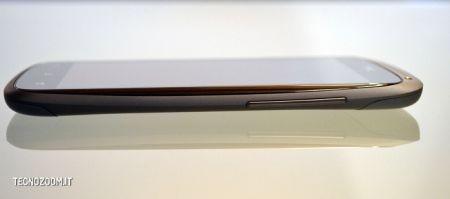 HTC One S, lato destro
