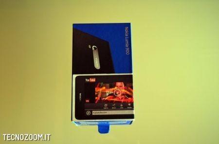 Nokia Lumia 900, la confezione