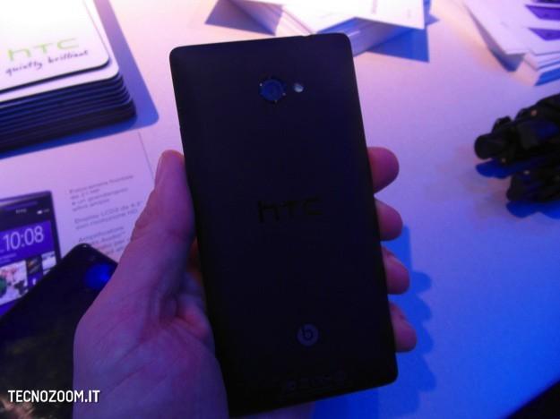 HTC 8X dal vivo - Retro